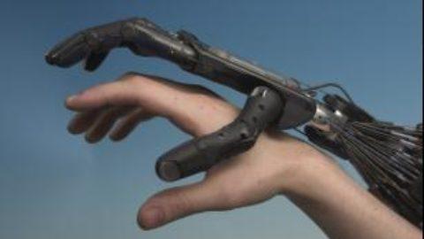 Sì ai robot, ma non toccate l'uomo!