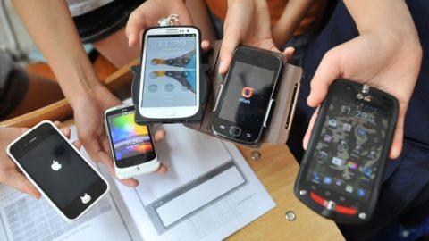 TELEFONI IN CLASSE: UTILI STRUMENTI OD OSTACOLI PER  L'APPRENDIMENTO?