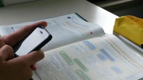 IL PROBLEMA DEI TELEFONINI IN CLASSE