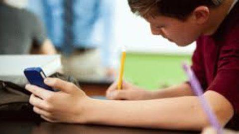 Telefoni in classe, quali regole volete?