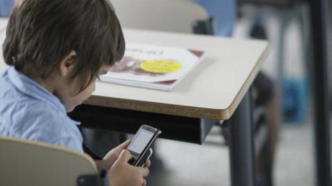 Cellulari in classe: pro e contro