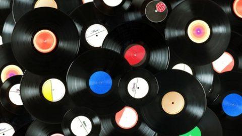"""Vent'anni dopo un grande ritorno…tornano i famosi """"dischi in vinile"""""""