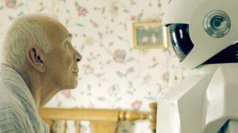 Un robot come badante: un vero aiuto per i nostri anziani?