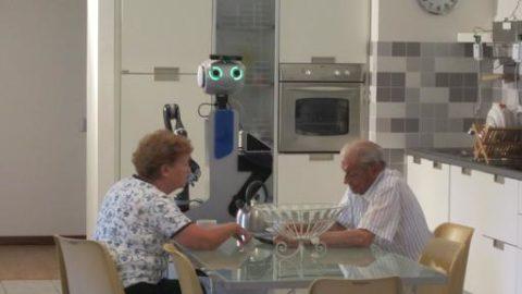 BADANTE VS ROBOT