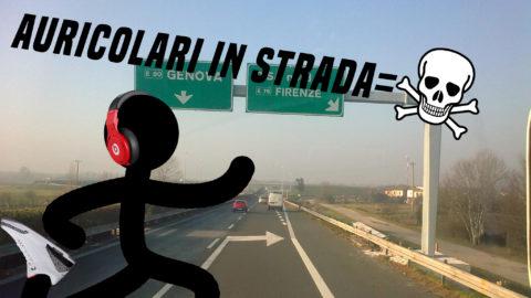 AURICOLARI+STRADA=PEDONE IN PERICOLO