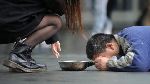 Un mondo di poveri.