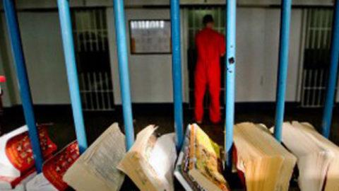 Bisogna rifornire le biblioteche nelle carceri!