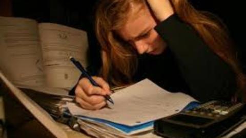 Studio: più che stressante, occupa troppo tempo