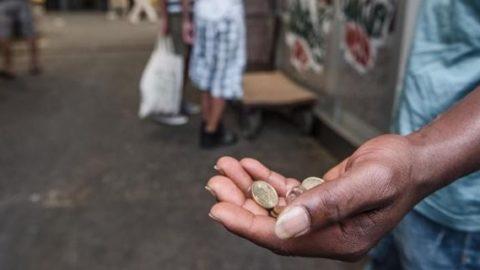 Togliamo ai poveri per ridare ai poveri.