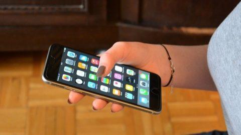 LO SMARTPHONE: OGGETTO INDISPENSABILE NELLA VITA DEGLI ADOLESCENTI.