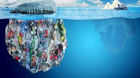 Un mare di plastica