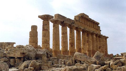 Giusto ricostruire un tempio in questo momento?