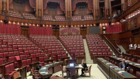 Camera dei Deputati deserta, le popolazioni indignate