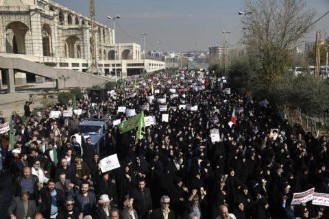 GIOVANI PROTESTANTI IN IRAN