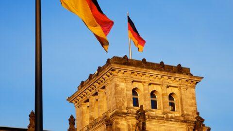 La Germania prende posizione contro il razzismo.